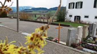 Anstelle der Kiesflächen wird die Friedhofneugestaltung auch Rückzugsorte bringen.
