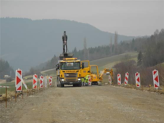 Die Belagssanierung auf der Kantonsstrasse zwischen Hornussen und Zeihen erfolgt unter Vollsperrung.