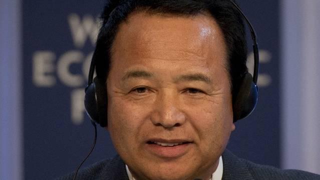 Japans neuer Wirtschaftsminister Akira Amari verteidigte am WEF die Politik der Geldschwemme zur Ankurbelung der Wirtschaft