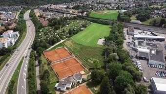 Die Halle soll auf der Wiese neben den Tennisplätzen des Tennisclubs Aarau entstehen.