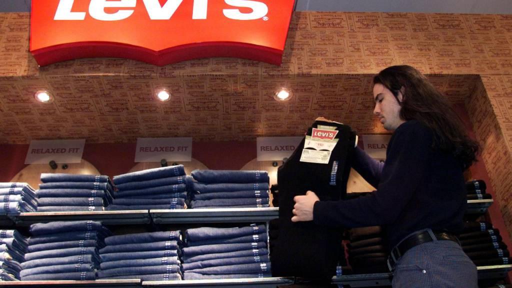 Jeans-Hersteller Levi Strauss profitiert vom Online-Handel