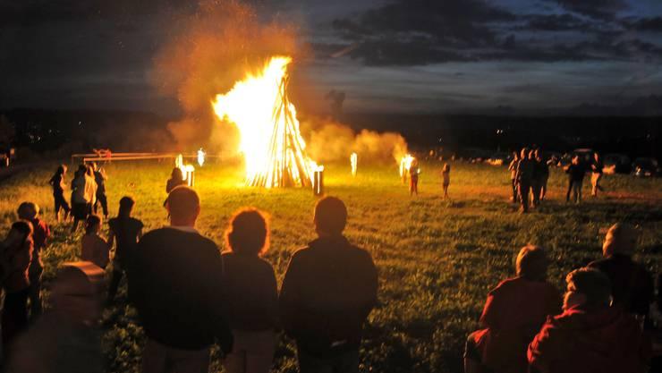 Statt einem Höhenfeuer wird dieses Jahr ein Lichtfeuer auf dem Klingnauer Hönger entzündet. (Archivbild)