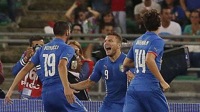 Ciro Immobile (m.) schoss Italien früh mit 1:0 in Führung