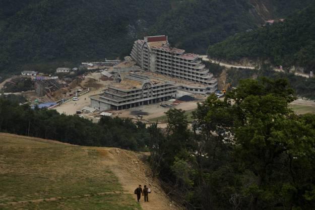 Der Bau des Ski-Resorts am Masik Pass ist schon weit vorgschritten, ein Hotelkomplex steht schon.