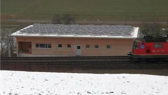 Liefert Strom mit ökologischem Mehrwert: Photovoltaikanlage auf dem Dach des Zeiher Forstwerkhofs. – Foto: chr