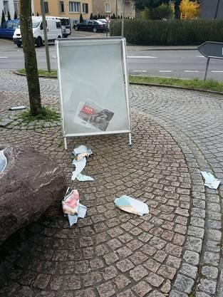 Das Plakat der SP Weiningen wurde in dutzende Fetzen zerrissen und auf dem Boden verteilt. (24. März 2014)