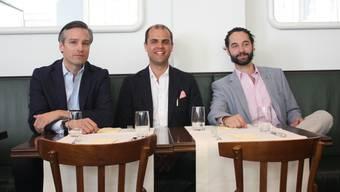 Guten Mutes ins dritte Jahr: die Verwaltungsräte Adrian Hagenbach (links) und Leopold Weinberg (rechts) mit Geschäftsführer Martin Reinshagen (Mitte).