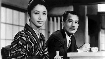 Auch Yasujirô Ozus letzter Film «An Autumn Afternoon» (Filmstill) dreht sich um ein stilles Familiendrama; er ist nun Teil der Retrospektive im Stadtkino.