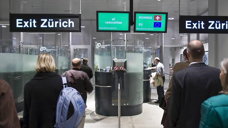 Passkontrolle Flughafen Was Wird Kontrolliert