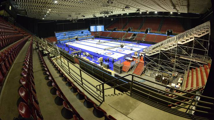 Die letzten Vorbereitungen für die Curling-WM in der St. Jakobshalle sind im Gange.