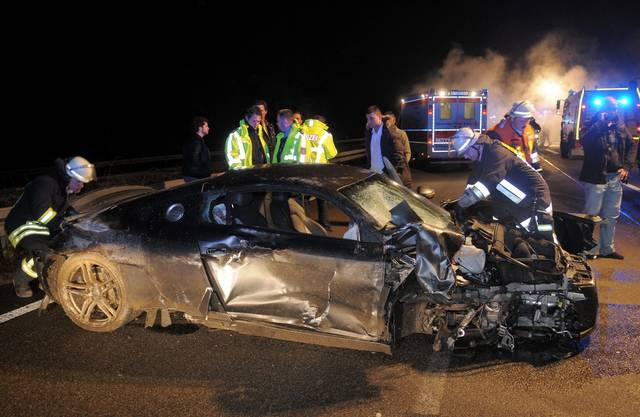 In der Silvesternacht 2009 baut Onkelz-Sänger Kevin Russell auf der Autobahn bei Frankfurt einen Unfall, bei dem zwei junge Männer beinahe sterben. Er hatte keinen Führerausweis und Drogen im Blut, zudem beging er Fahrerflucht zu Fuss.