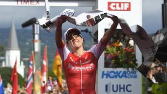 Daniela Ryf gewinnt den Ironman von Südafrika. Erneut kann sie, wie hier in Hawaii, die Ziellinie als Erste überqueren.