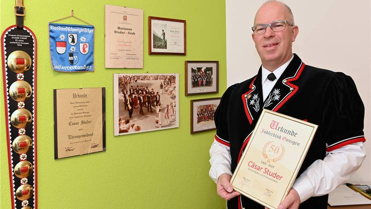 Cäsar Studer aus Winznau wird in Hägendorf zum Ehrenveteranen ernannt.