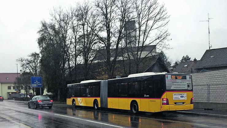 Der Umbau der Bushaltestelle verzögerte sich wegen einer Beschwerde.
