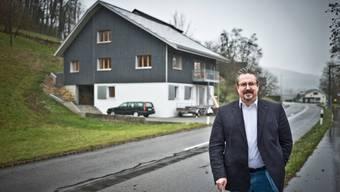 Individuell, aus Holz, von Schweizer Firmen: Das Haus von GLP-Nationalrat Beat Flach. Annika Bütschi
