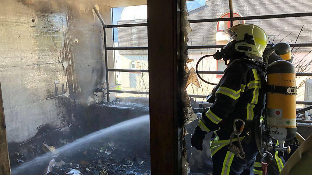 Der Balkon brannte komplett aus, doch verletzt wurde glücklicherweise niemand.
