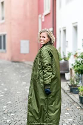 Legandt ist staatlich anerkannte Modedesignerin und zudem auf freiwilliger Basis als Coach für junge Frauen tätig.