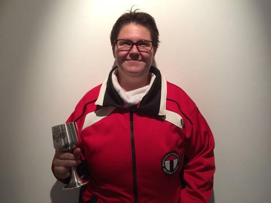 Die stolze Bechergewinnerin Sandra Kalt