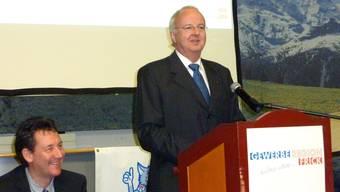 Kann wieder lachen: Christian Kuoni, CEO der Jakob Müller AG (r.), ist erleichtert, dass die Kurzarbeit aufgehoben werden konnte. (ghi)