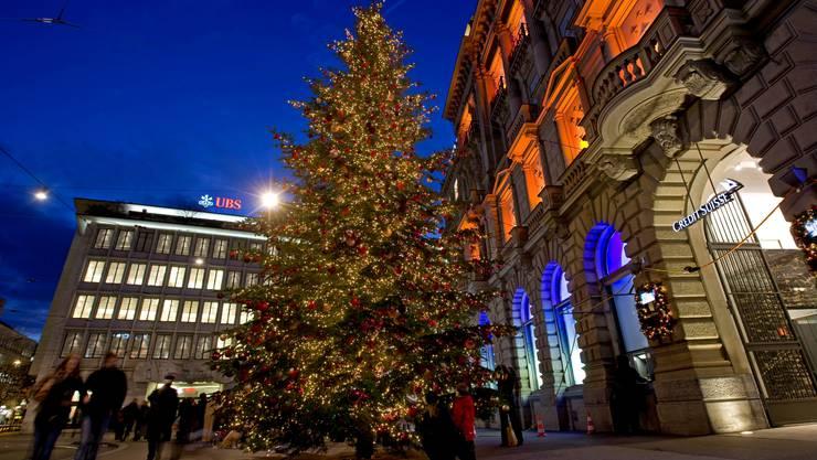 Wer strahlt schöner für die Schweiz: UBS oder CS?