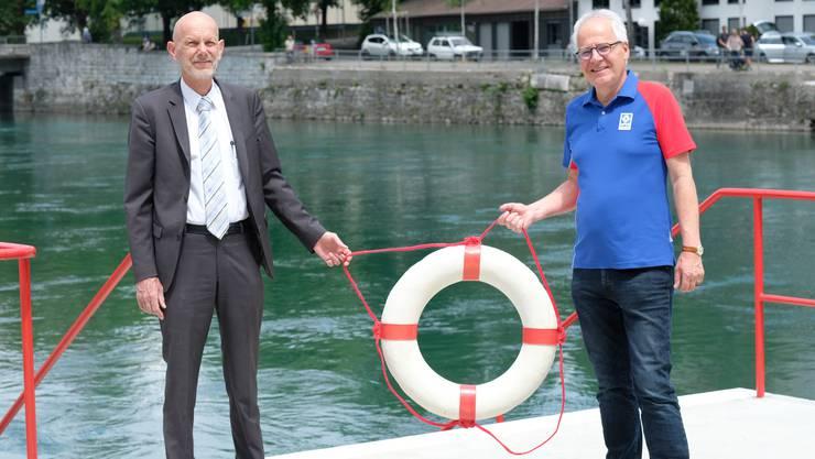 Mit Rettungsring an der Aare in Bern: Daniel Koch (links) und SLRG-Zentralpräsident Rudolf Schwabe.