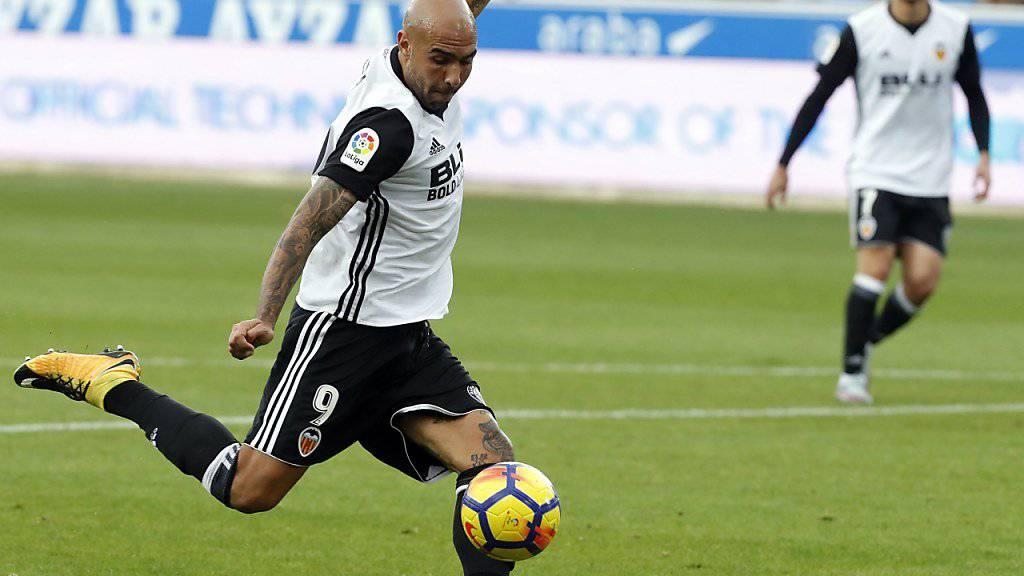 Trifft für Valencia fast nach Belieben: der Italiener Simone Zaza, hier kurz vor dem 1:0 in Alaves.