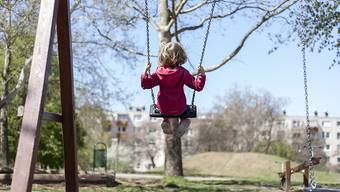 Auch der Spielplatz muss jährlich in den Service. Nur so können bleibende Schäden und versteckte Gefahren beseitigt werden. (Symbolbild)