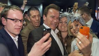 Arnold Schwarzenegger stellt an der Baselworld die neue Schwarzenegger Uhren-Linie der Magnum Group vor.