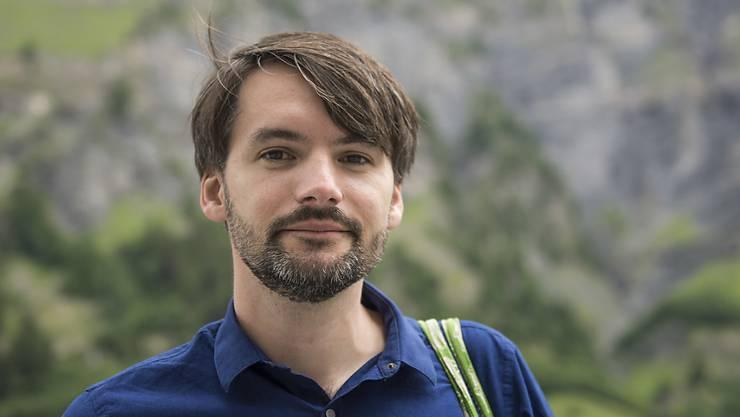 Bestseller-Autor Saša Saša Stanišić wurde bereits mit dem Preis der Leipziger Buchmesse ausgezeichnet. Jetzt hat er in Hamburg die Abitur-Prüfung in Deutsch mitgeschrieben - über seinen eigenen Roman. (Archivbild)