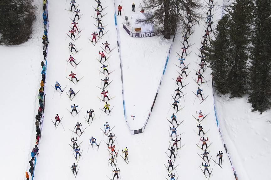 Rund 14'200 Sportbegeisterte sind für den Bündner Lauf angemeldet. (Bild: Keystone/Peter Schneider)