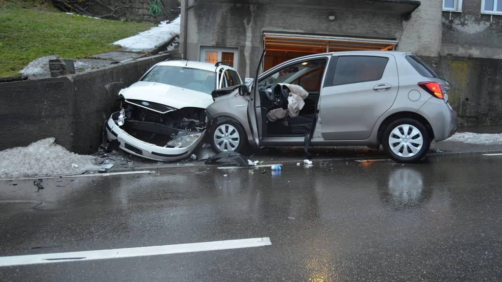 In Lutzenberg prallte ein Autofahrer in einen parkierten Wagen - wegen eines Hustenanfalls.
