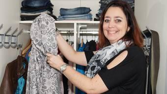 Für die Kleidertausch-Party des Gym-Fit Leerau mistet Franziska Stöckli ihren Schrank aus