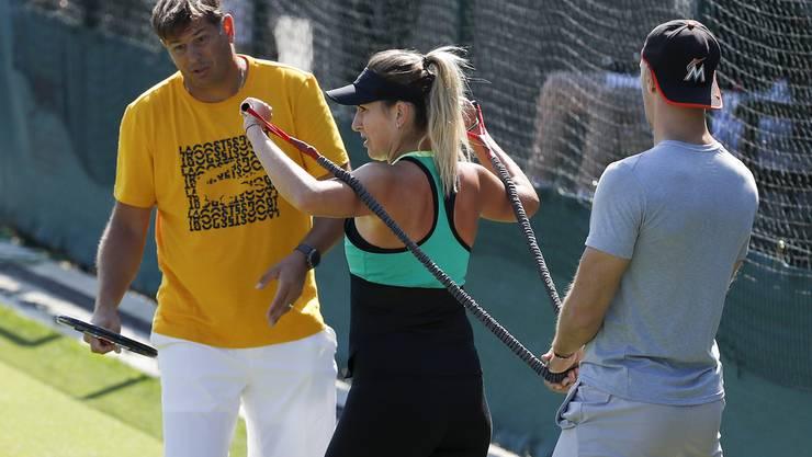 Belinda Bencic mit ihrem Ex-Trainer Wladimir Platenik (l.) und Fitnesstrainer Martin Hromkovic in Wimbledon.