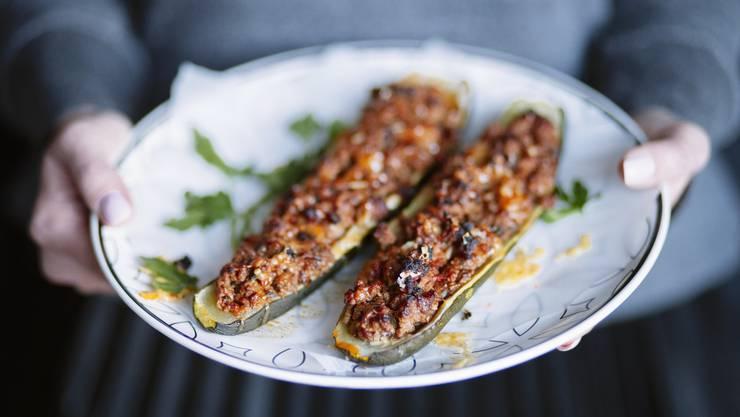 Zucchini mit Kalbfleischfüllung: Das Rezept finden Sie unten.