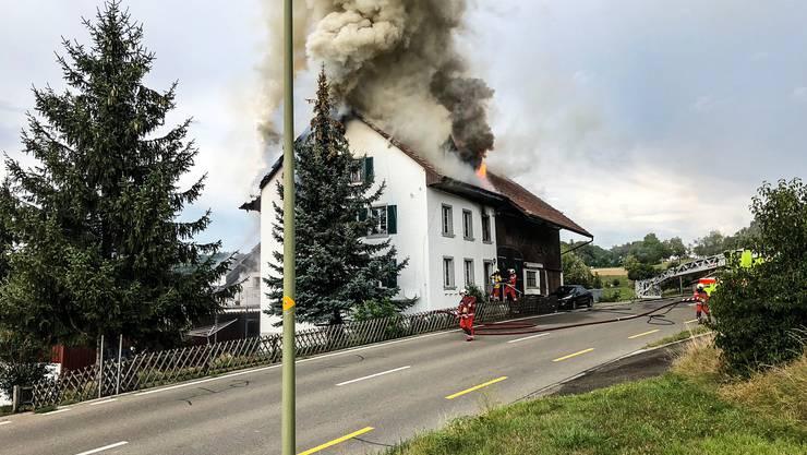 Das Feuer war im Dachstock des Hauses ausgebrochen.