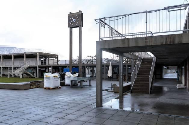 Der Garderobentrakt (links) und die Baute rechts mit Restaurant müssen saniert werden.