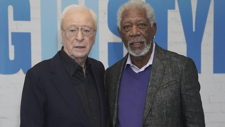 Morgan Freeman (r) mit einem seiner wenigen männlichen Freunde, Michael Caine (l). Sonst bevorzugt Freeman Frauen als Freunde. (Archivbild 5.4.17)