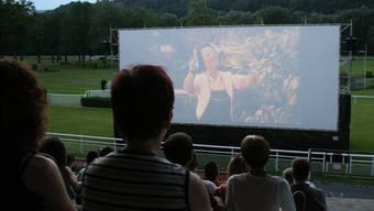 Kinovergnügen auf der Pferderennbahn.
