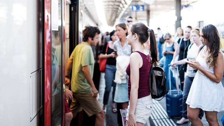 Längere Fahrzeiten, weniger Verbindungen und weniger Platz: Die Auswirkungen des Sommerfahrplans der SBB sind für die Pendler einschneidend.
