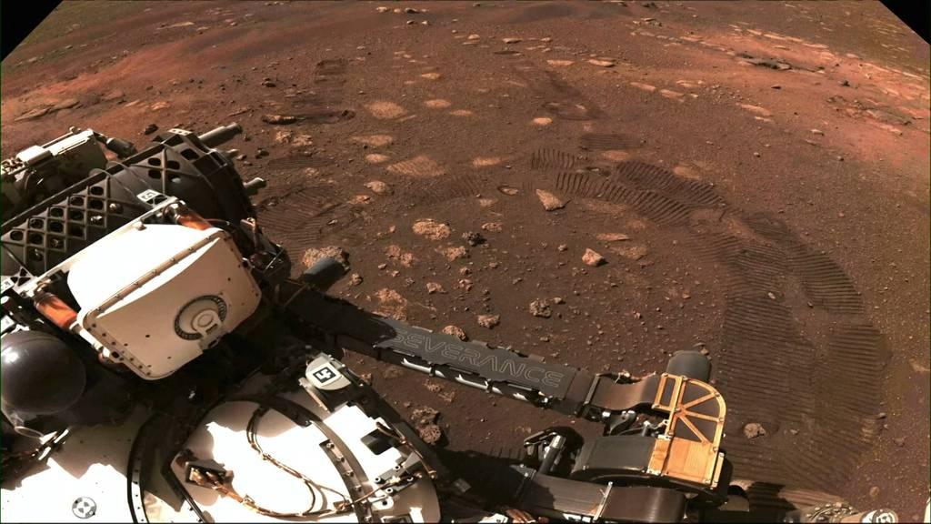 6.5 Meter in 33 Minuten: Rover «Perseverance» fährt erstmals über Mars!