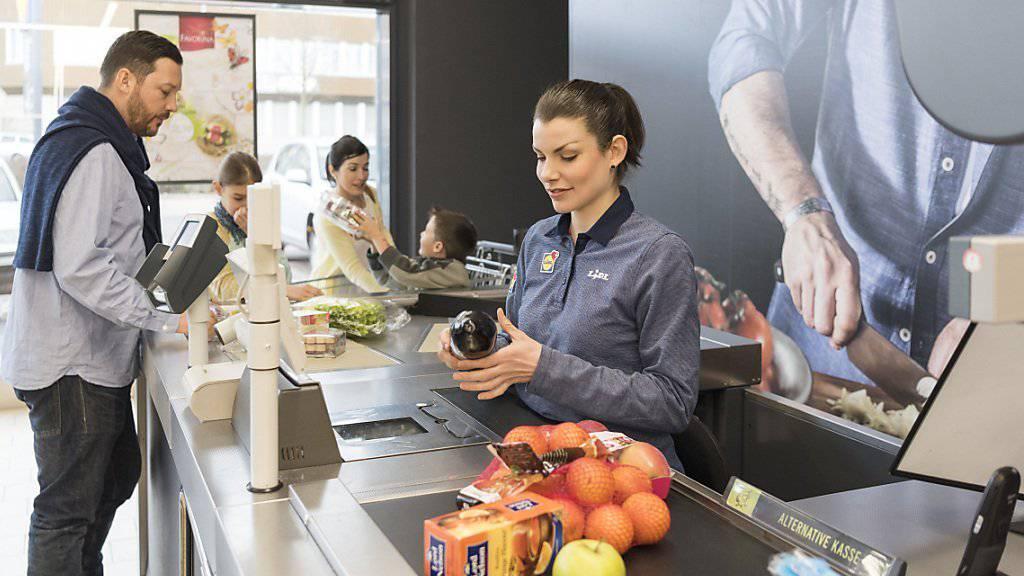 Kunden können ihre Einkäufe wieder bargeldlos begleichen: Die Panne bei der Finanzdienstleisterin SIX ist behoben (Archiv).