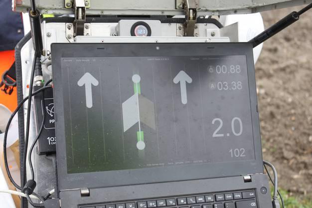 Der Bildschirm zeigt den Messvorgang und die genau Ausrichtung des Sensors an