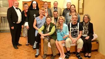 Das Ensemble der Theatergesellschaft Niederbuchsiten trifft sich bei den Proben für ein Gruppenbild. Markus Müller