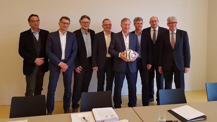 Sind zu einer Übereinkunft gekommen: Vertreter der Stadt Aarau, der Bauherrin HRS, des FC Aarau und von meinstadion.ch.