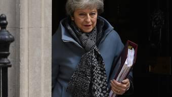 Eine Zollvereinbarung mit der EU im Gesetz soll es richten: Die britische Premierministerin Theresa May will die oppositionelle Labour-Partei doch noch von ihrem Brexit-Abkommen überzeugen. (Archivbild)