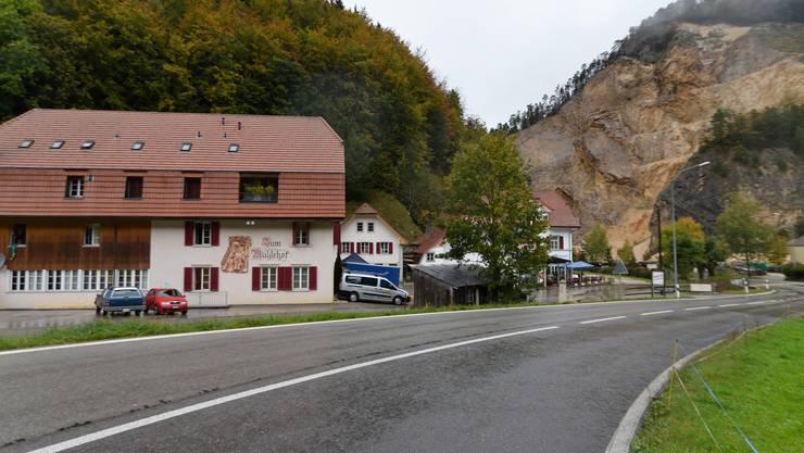Das Gruppenhaus «Zentrum im Mühlehof» (links) bietet verteilt auf mehrere Räume Platz für etwa 100 Personen. In Hintergrund rechts ist das Hotel St. Josef zu sehen.