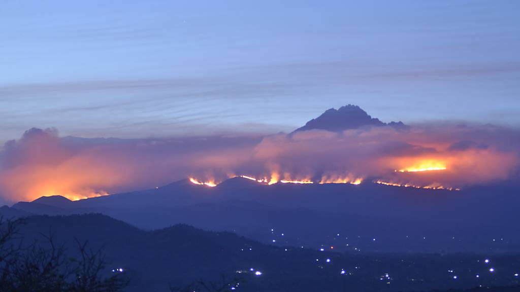 Grossbrand am Kilimandscharo noch nicht gelöscht