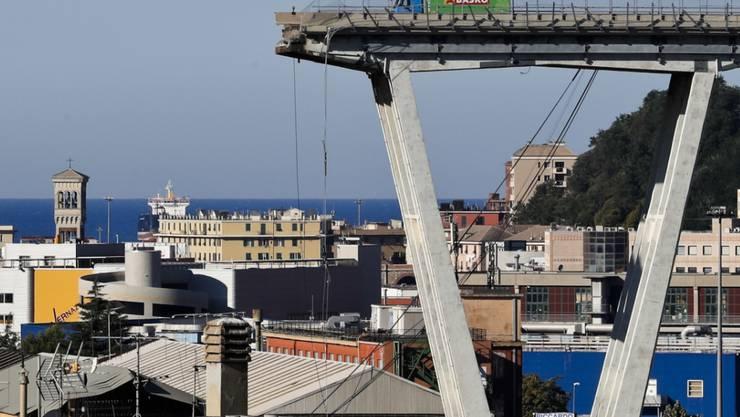 Der letzte verbliebene Lastwagen auf der eingestürzten Morandi-Brücke in Genua ist entfernt, nun wird die Baustelle für den Abriss der Brückenreste eingerichtet. Ziel ist eine komplett neue Brücke bis Ende 2019.