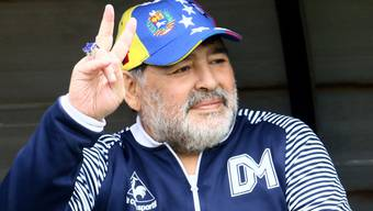 Bleibt doch Trainer des argentinischen Klubs Gimnasia y Esgrima: Diego Armando Maradona