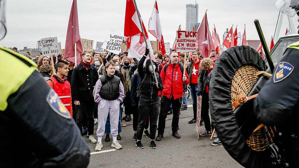Tausende Menschen demonstrieren für bezahlbare Wohnungen